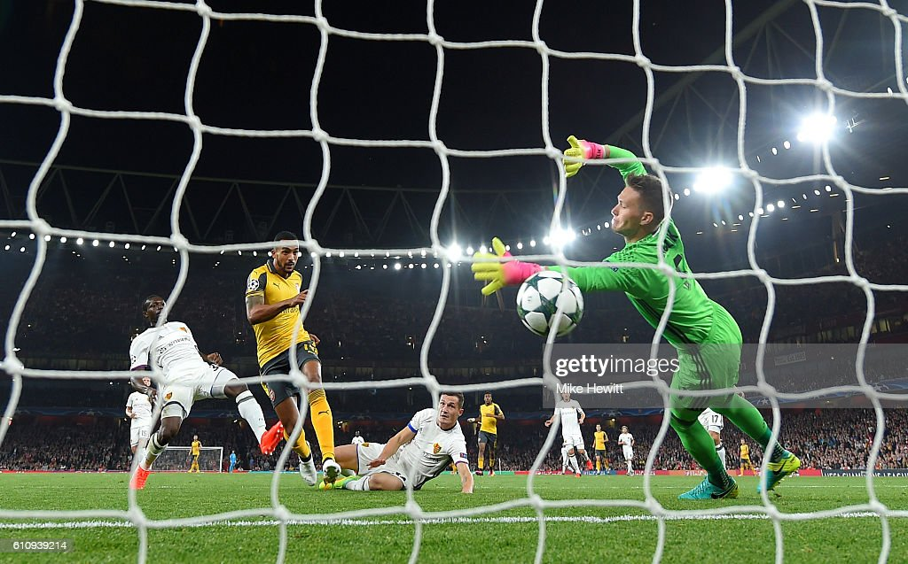 Theo Walcott of Arsenal scores the opening goal during the UEFA Champions League group A match between Arsenal FC and FC Basel 1893 at the Emirates Stadium on September 28, 2016 in London, England.