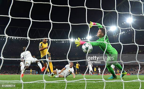 Theo Walcott of Arsenal scores the opening goal during the UEFA Champions League group A match between Arsenal FC and FC Basel 1893 at the Emirates...
