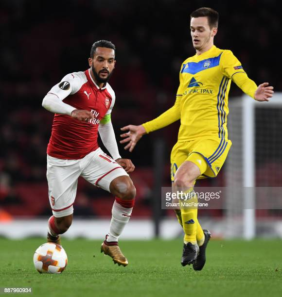 Theo Walcott of Arsenal takes on Mirko Ivanic of BATE during the UEFA Europa League group H match between Arsenal FC and BATE Borisov at Emirates...