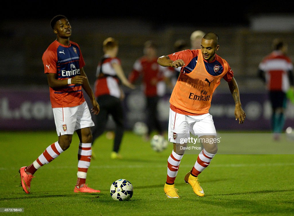 Theo Walcott of Arsenal warms up before the match between Arsenal U21 and Blackburn U21 in the Barclays Premier U21 League at Meadow Park on October 17, 2014 in Borehamwood, England.