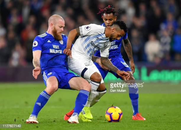 Theo Walcott of Everton battles with Aron Gunnarsson and Leandro Bacuna of Cardiff City during the Premier League match between Cardiff City and...