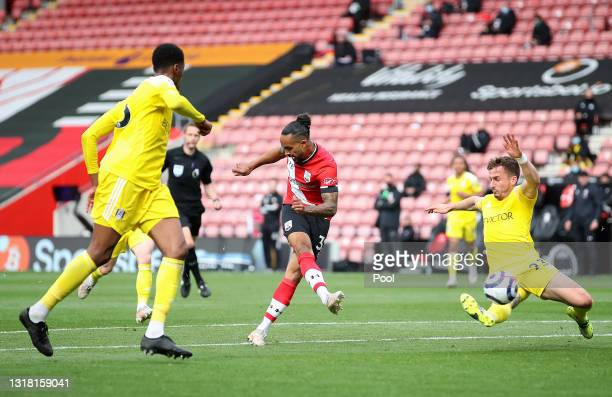 Theo Walcott of Southampton scores their side's third goal during the Premier League match between Southampton and Fulham at St Mary's Stadium on May...