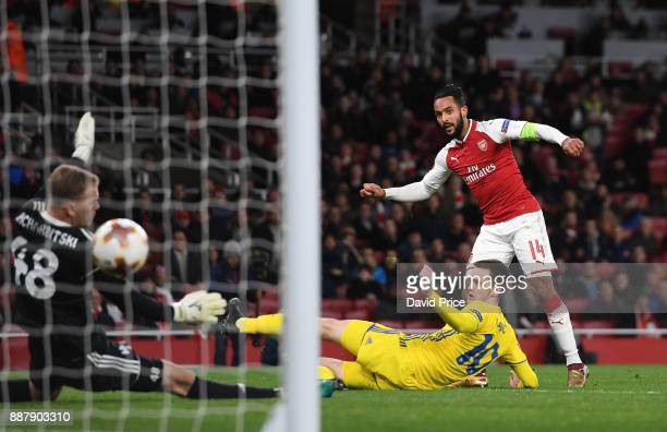Theo Walcott scores Arsenal's 2nd goal under pressure from Mirko Ivanic of Bate during the UEFA Europa League group H match between Arsenal FC and...