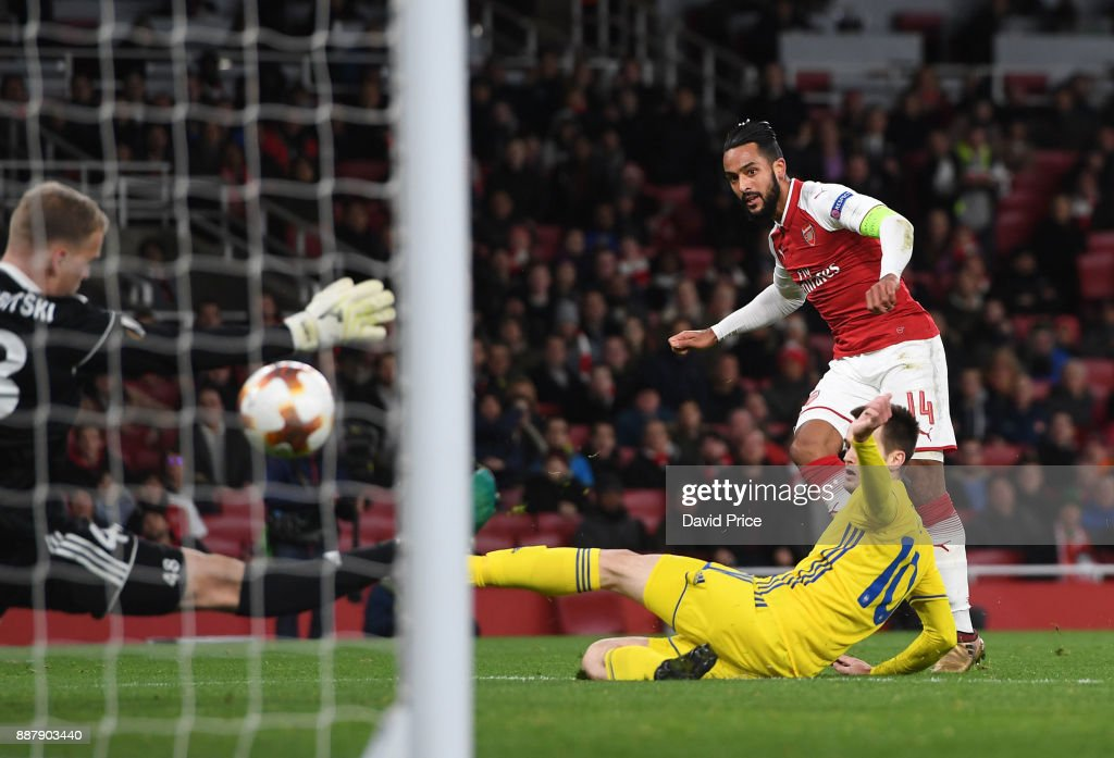 Theo Walcott scores Arsenal's 2nd goal under pressure from Mirko Ivanic of Bate during the UEFA Europa League group H match between Arsenal FC and BATE Borisov at Emirates Stadium on December 7, 2017 in London, United Kingdom.