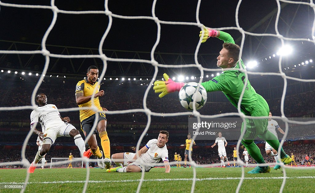 Theo Walcott scores his 1st goal for Arsenal past Tomas Vaclik of Basel during the UEFA Champions League match between Arsenal FC and FC Basel 1893 at Emirates Stadium on September 28, 2016 in London, England.