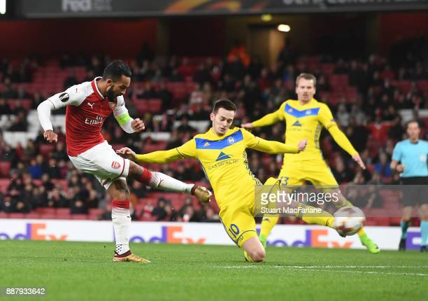 Theo Walcott shoots past BATE's Mirko Ivanic to score the 2nd Arsenal goal during the UEFA Europa League group H match between Arsenal FC and BATE...