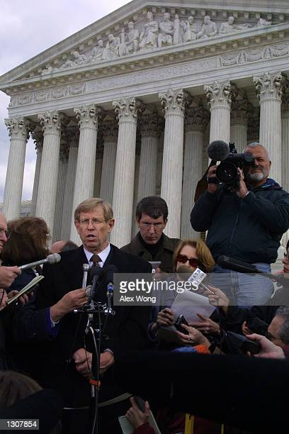Theodore Olson lead attorney for Republican presidential candidate Texas Governor George W Bush speaks to reporters outside the US Supreme Court...