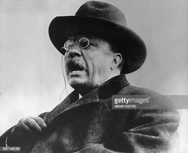 Theodore Roosevelt,Theodore Roosevelt , Politiker, Republikaner, USA, 26. Präsident der USA , Porträt mit Hut, - undatiert, vermutl. Um 1900