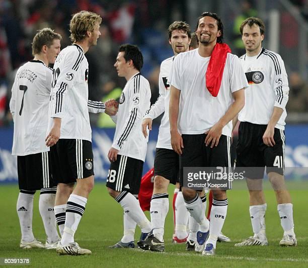 Ther team of Germany with Bastian Schweinsteiger Simon Rolfes Piotr Trochowski Arne Friedrich Kevin Kuranyi and Heiko Westermann celebrates the 40...