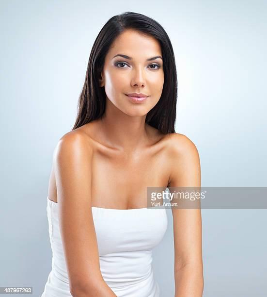 の優雅な美しさ、彼女の - ストラップレス ストックフォトと画像