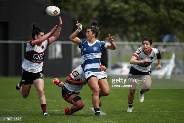 Theresa Fitzpatrick of Auckland looks for the gap the round 4 Farah Palmer Cup match between North Harbour and Auckland at North Harbour Stadium on...