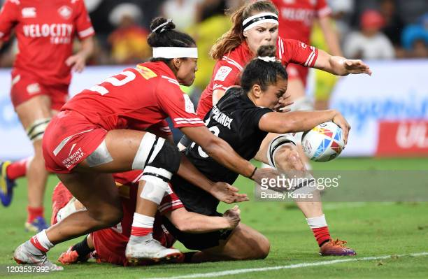 Theresa Fitzpatrick of New Zealand scores a try during the 2020 Sydney Sevens Women's Finals match between New Zealand and Canada at Bankwest Stadium...