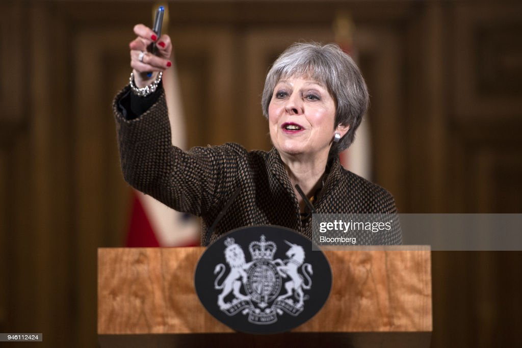 British Prime Minister Theresa May Speaks After Air Strikes Against Syrian Targets : Fotografía de noticias
