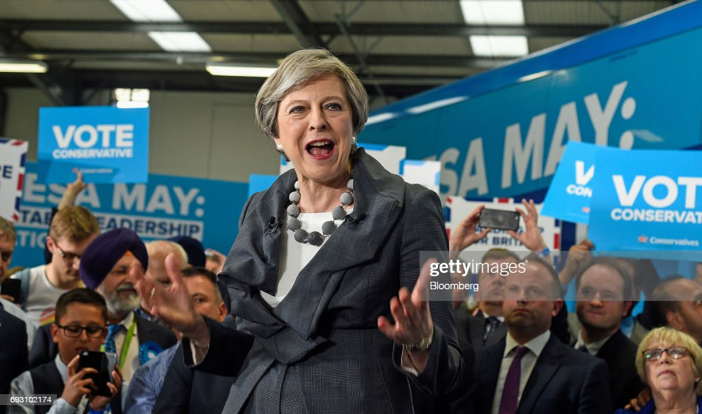 U.K. Prime Minister & Leader Of The Conservative Party Theresa May Speaks At A General Election Campaign Event : Foto di attualità