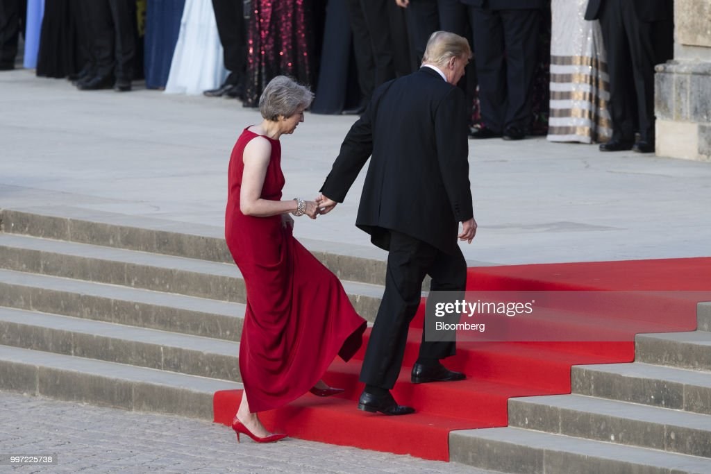 Theresa May, U.K. prime minister, left, and U.S. President Donald Trump, arrive at Blenheim Palace ahead of a dinner in Oxfordshire, U.K., on Thursday, July 12, 2018. Trump and the first lady will meet British business leaders at the black-tie dinner attended by more than 100 guests. Photographer: Will Oliver/Pool via Bloomberg