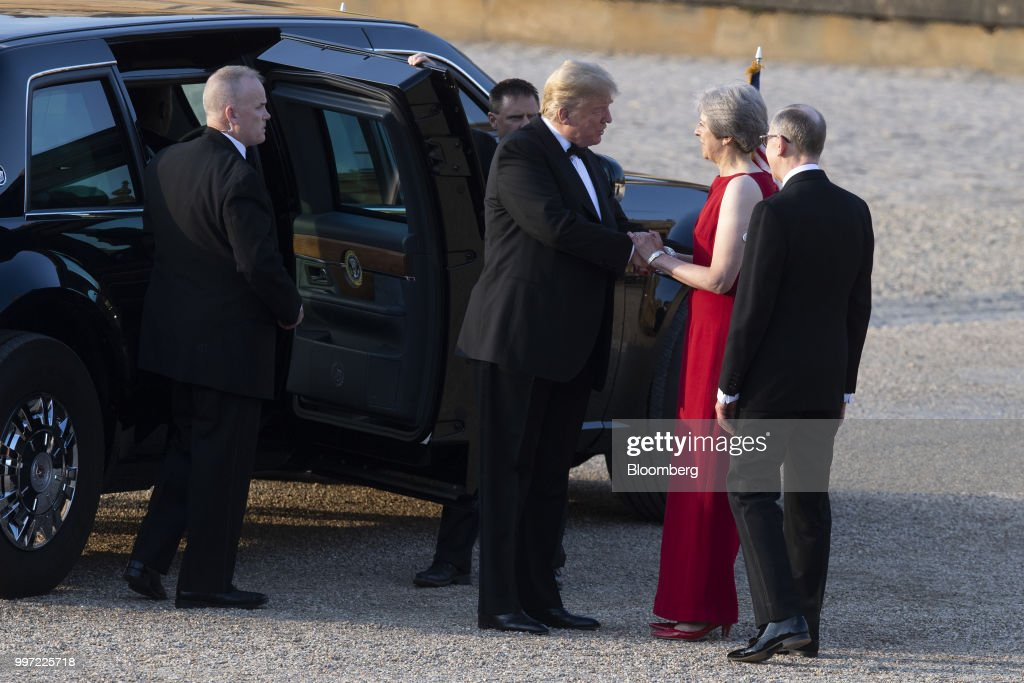 Theresa May, U.K. prime minister, second right, greets U.S. President Donald Trump, center, ahead of a dinner at Blenheim Palace, in Oxfordshire, U.K., on Thursday, July 12, 2018. Trump and the first lady will meet British business leaders at the black-tie dinner attended by more than 100 guests. Photographer: Will Oliver/Pool via Bloomberg
