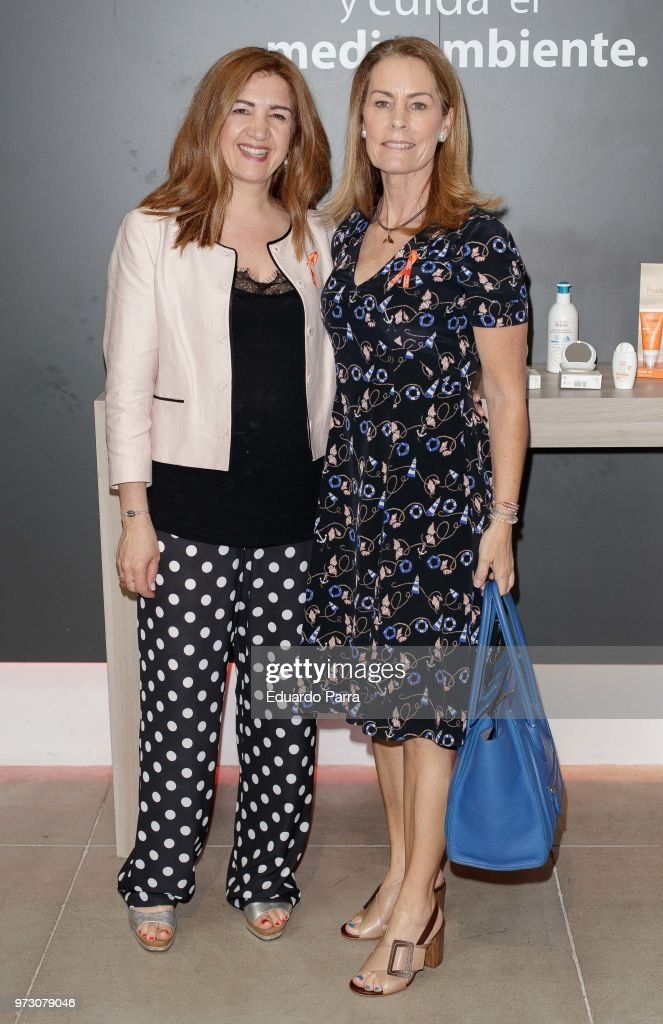 Theresa Zabell (R) attends the 'Avene support skin cancer prevencion' event at UnoNueve space on June 13, 2018 in Madrid, Spain.