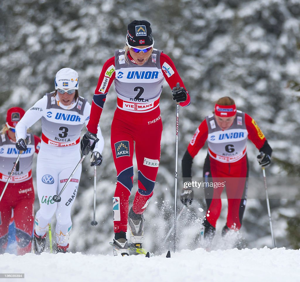 Therese Johaug of Norway leads the pack : News Photo