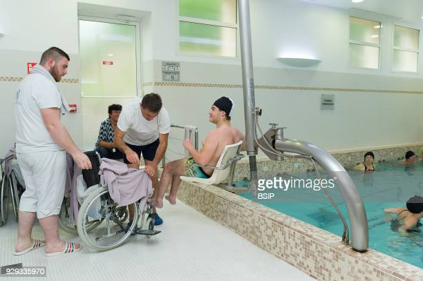 Thermal baths in LamaloulesBains France Leroy Pavilion care service devoted to neurological disorders The hydro therapist uses the hydraulic seat