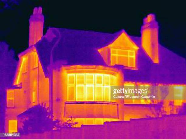 thermal image of house on city street - infrarosso foto e immagini stock