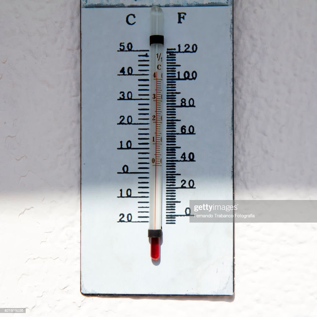 Thermometer with 40 degrees of temperature a very hot day : Stock Photo