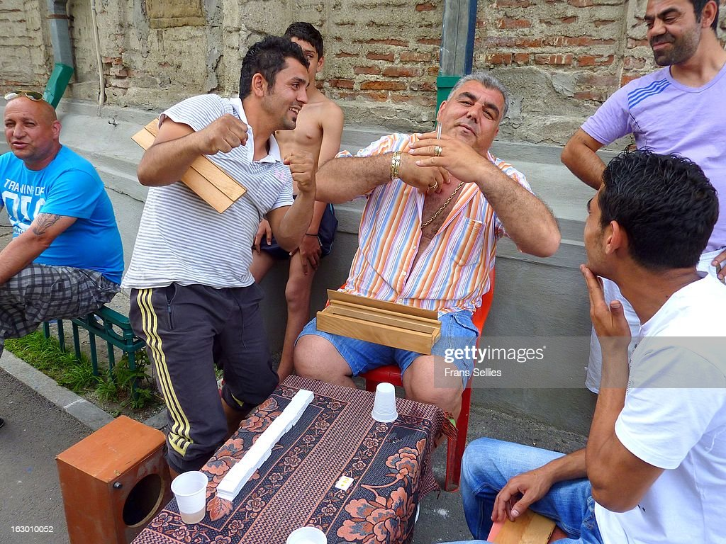 Gypsies playing games : Nieuwsfoto's