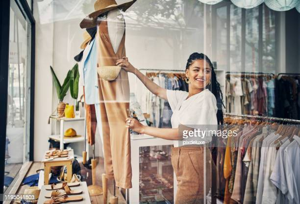 they always have the hottest items here - store window stock pictures, royalty-free photos & images