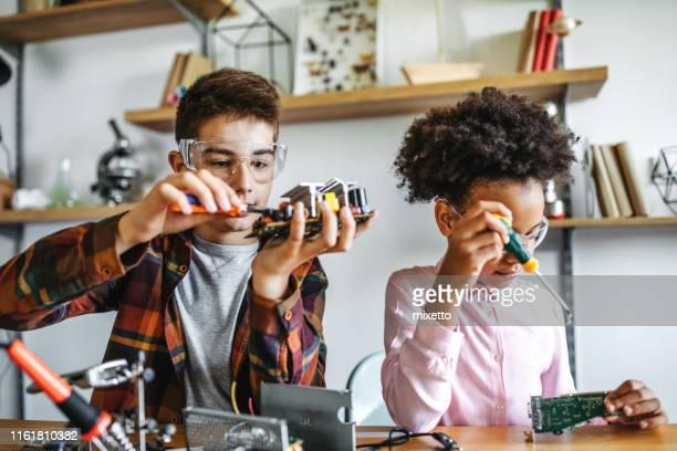 sie sind eine intelligente generation - mint themengebiet stock-fotos und bilder