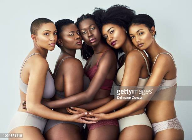 they are natural beauties - art modeling studio stock pictures, royalty-free photos & images