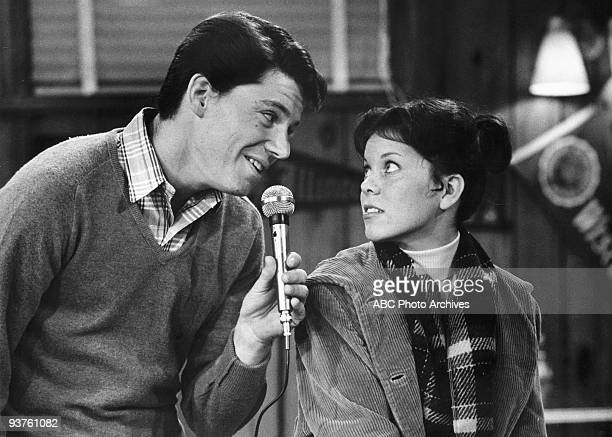 DAYS 'They Call it Potsie Love' Season Three 12/2/75 After he sings her a song at Arnold's Joanie develops a huge crush on Potsie and starts writing...