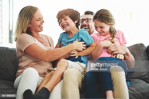 eles não poderia estar mais feliz - fazendo cócegas - fotografias e filmes do acervo