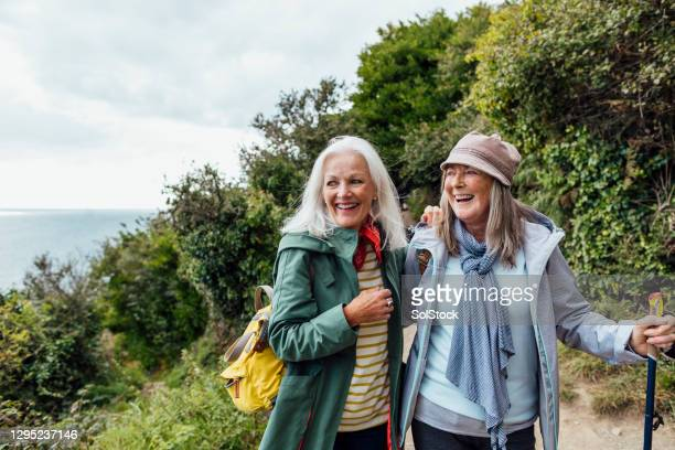 they love the outdoors - leisure activity stock pictures, royalty-free photos & images