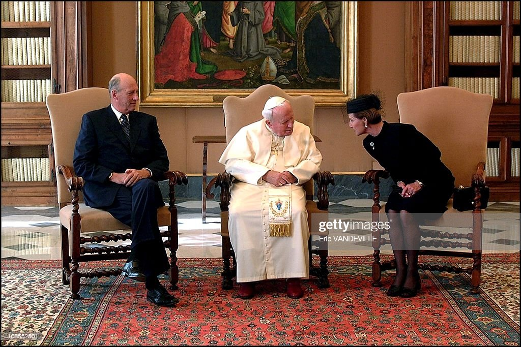 Pope John Paul II greets King Harald V and Queen Sonja of Norway at the Pontiff's library during a private audience at the Vatican in Rome, Italy on October 25th, 2001. : News Photo