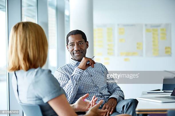 they share a great working relationship - zakenbijeenkomst stockfoto's en -beelden