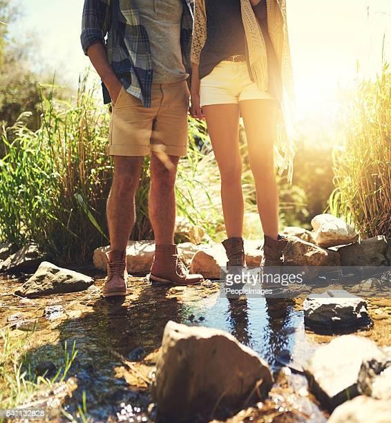 eles're um para terra casal - perna humana - fotografias e filmes do acervo