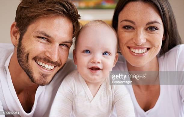 Sie sind eine glückliche junge Familie
