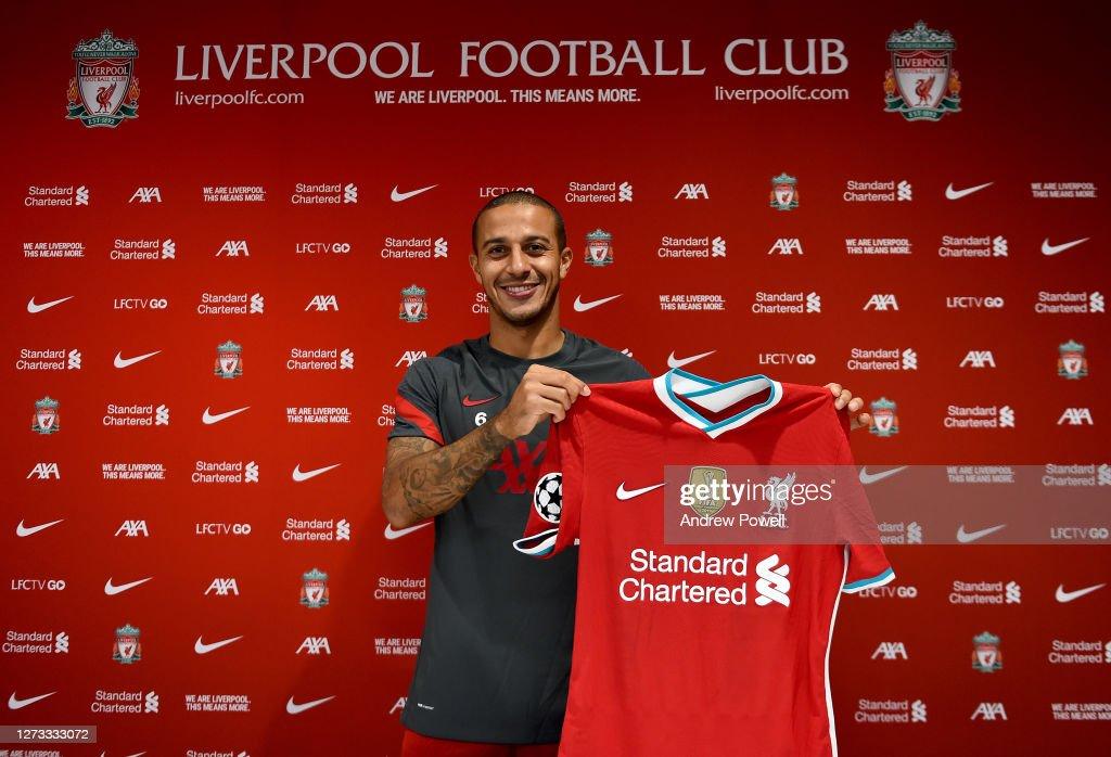 Liverpool Unveil New Signing Thiago Alcantara : ニュース写真