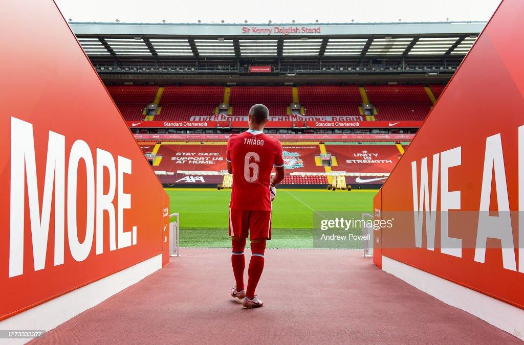 Liverpool Unveil New Signing Thiago Alcantara : Nachrichtenfoto