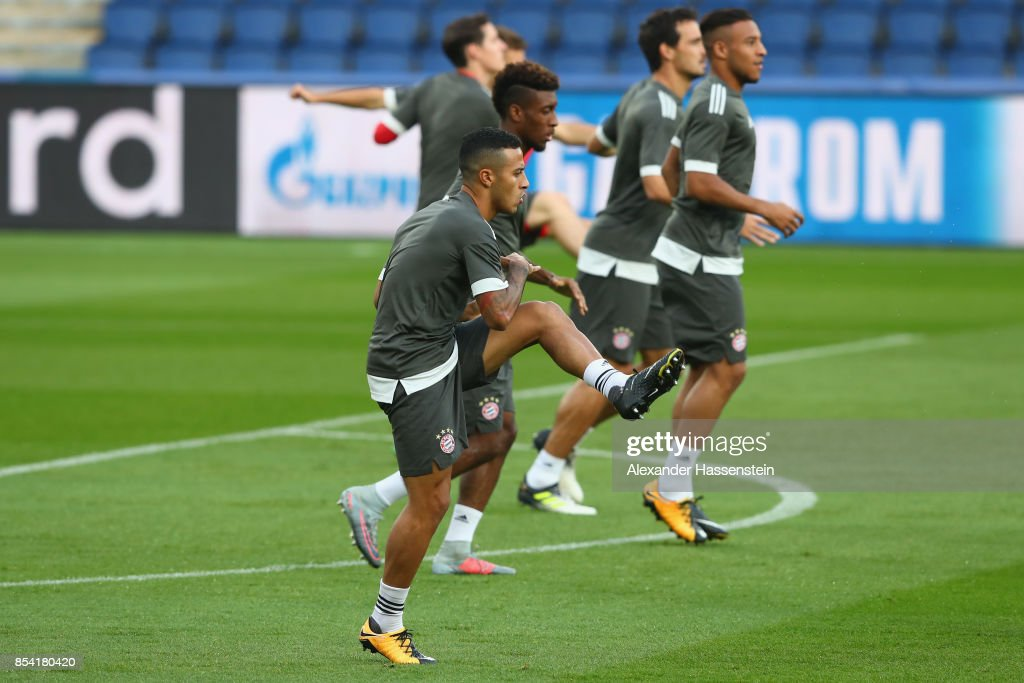Thiago Alcantara (C) of Bayern Muenchen during a training session ahead of the UEFA Champions League Group B match against Paris Saint Germain (PSG) at Parc des Princes on September 26, 2017 in Paris, France.