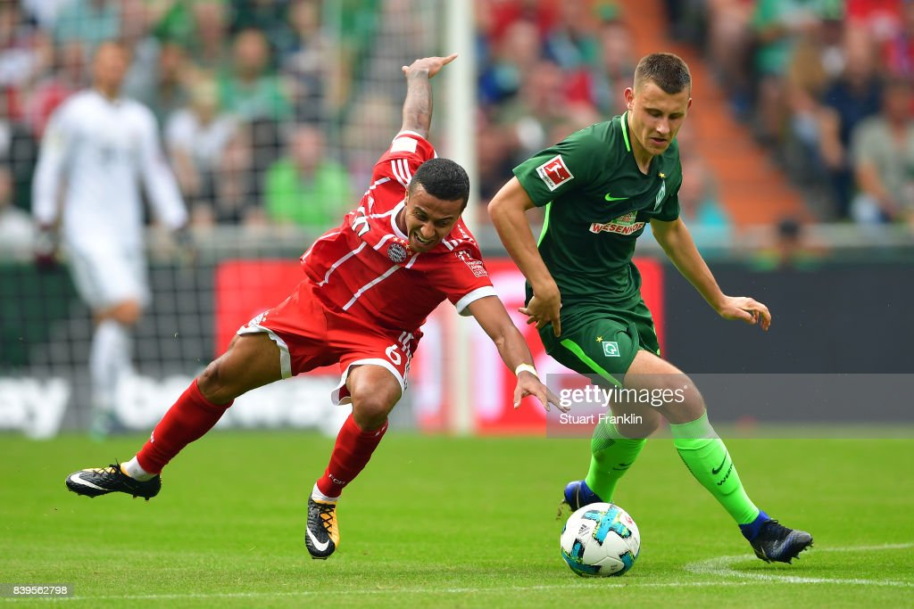 Thiago Alcantara of Bayern Muenchen (l) fights for the ball with Maximilian Eggestein of Bremen during the Bundesliga match between SV Werder Bremen and FC Bayern Muenchen at Weserstadion on August 26, 2017 in Bremen, Germany.