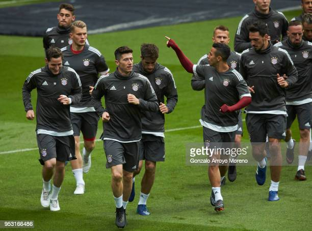 Thiago Alcantara of Bayern Muenchen warms up with his teammates Robert Lewandowski Sebastian Rudy Javi Martinez during a training session held ahead...