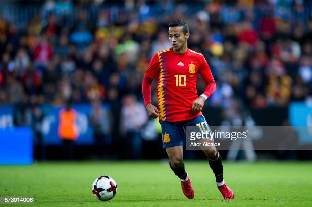 Thiago Alcantara of Spain controls the ball during the international friendly match between Spain and Costa Rica at La Rosaleda Stadium on November...