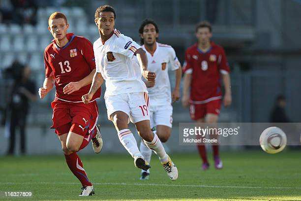 Thiago Alcantara of Spain feeds a pass as Marcel Gecov closes in during the UEFA European Under21 Championship Group B match between Czech Republic...