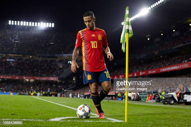 Thiago Alcantara of Spain gets ready to take the corner kick during the UEFA Nations League A group four match between Spain and England at Estadio...