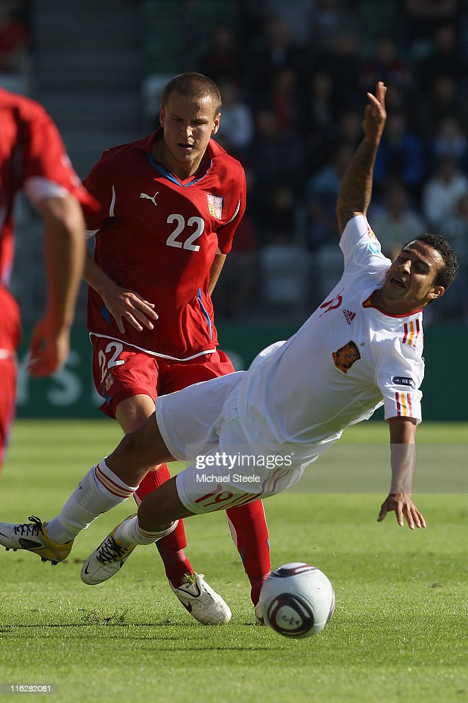 Thiago Alcantara (R) of Spain is fouled by Adam Hlousek (L) during the UEFA European Under-21 Championship Group B match between Czech Republic and Spain at the Viborg Stadium on June 15, 2011 in Viborg, Denmark.