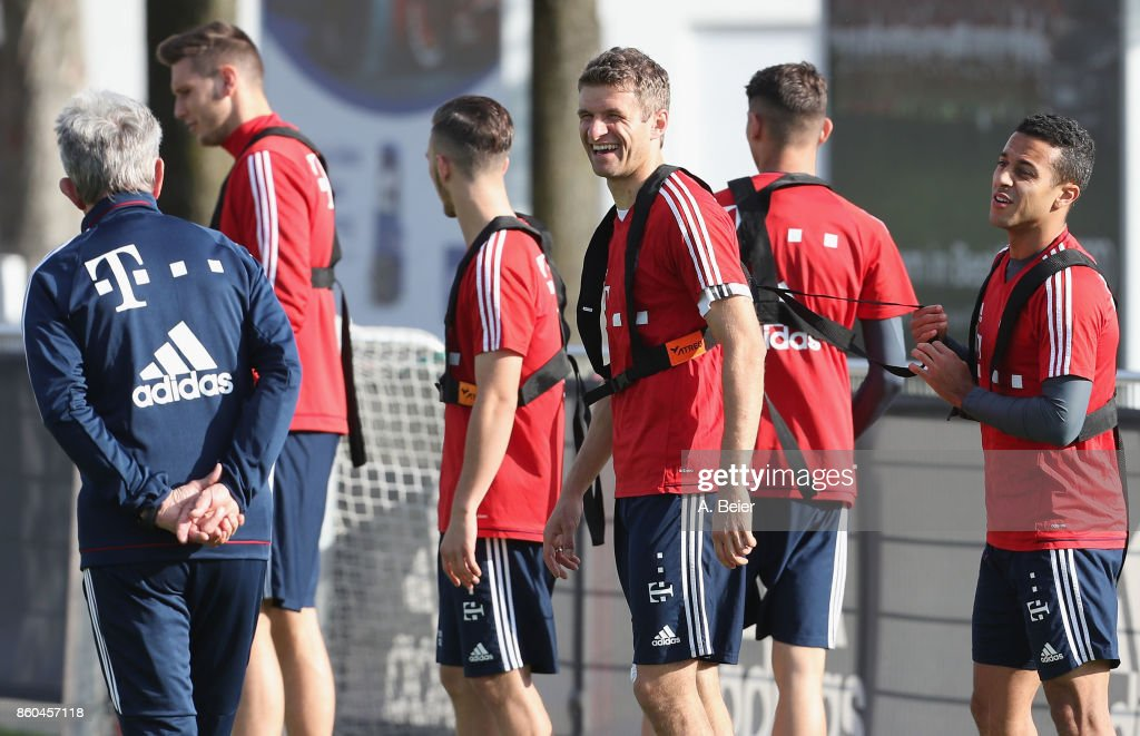 Thiago (R) and Thomas Mueller (3rdR) of FC Bayern Muenchen joke with team coach Jupp Heynckes during a training session at the Saebener Strasse training ground on October 12, 2017 in Munich, Germany.
