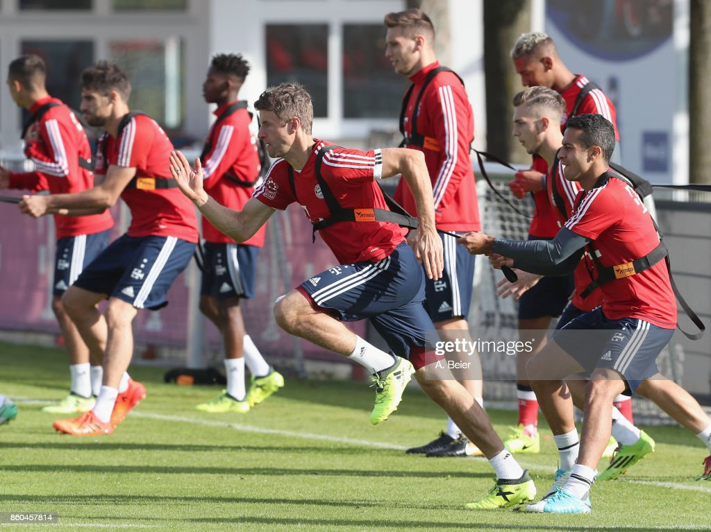 Thiago (R) and Thomas Mueller (5thR) of FC Bayern Muenchen practice during a training session at the Saebener Strasse training ground on October 12, 2017 in Munich, Germany.