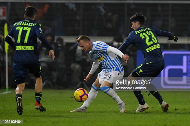 Thiago Cionek of Spal competes for the ball with Ignacio Pussetto of Udinese Calcio during the Serie A match between Spal and Udinese at Stadio Paolo...