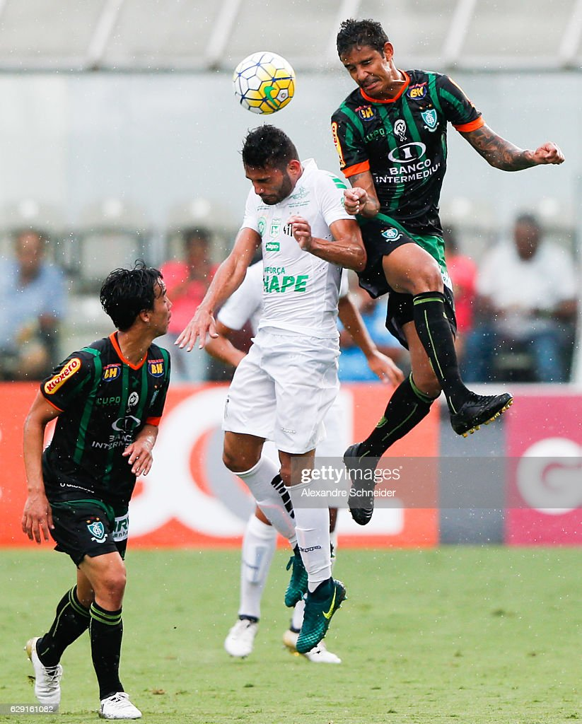 Thiago Maia (C) of Santos and Michael of America MG ifight for the ball during the match between Santos and America MG for the Brazilian Series A 2016 at Vila Belmiro stadium on December 11, 2016 in Sao Paulo, Brazil.