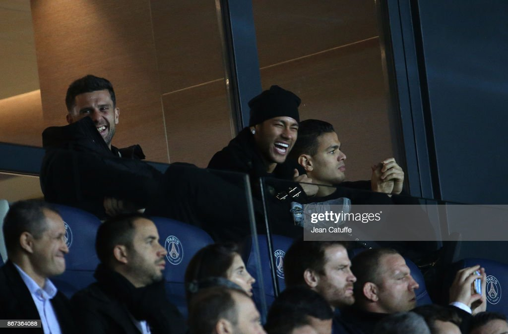 Thiago Motta, Neymar Jr, Hatem Ben Arfa of PSG attend the French Ligue 1 match between Paris Saint-Germain (PSG) and OGC Nice at Parc des Princes stadium on October 27, 2017 in Paris, France.